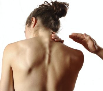 girl with painful neck